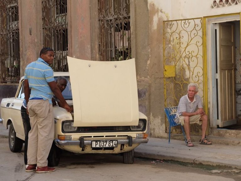 plan a trip to cuba - old cars